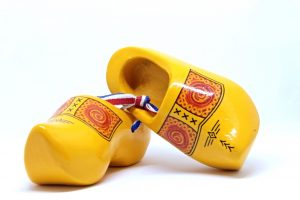 wooden-shoes-3220159_1280